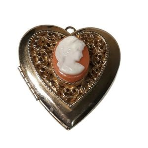 Jewelry - 👛2/$20👛Goldtone Cameo Locket Pendant